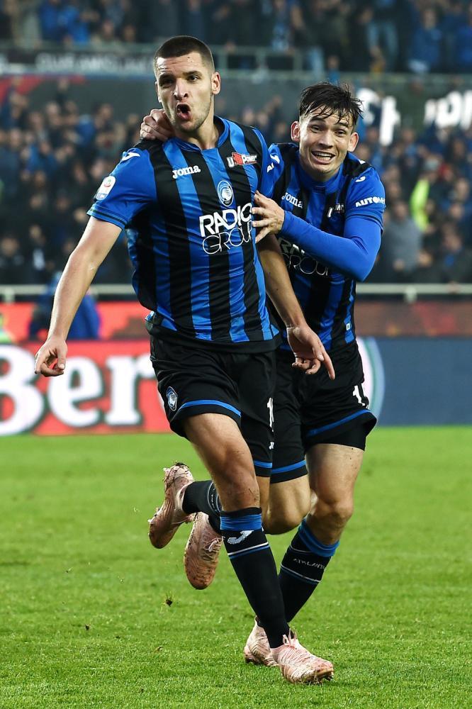 Inter e Shalke duan Gjimsitin, Atalanta kërkon 10 mln euro