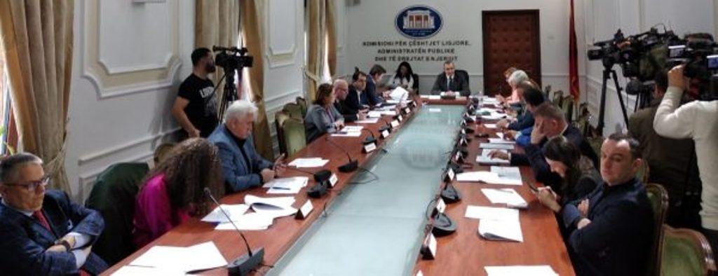 """LIGJI I KADASTRËS/ Mazhoranca """"rrëzon"""" Qeverinë, Komisioni i Ligjeve miraton dekretin e Presidentit"""