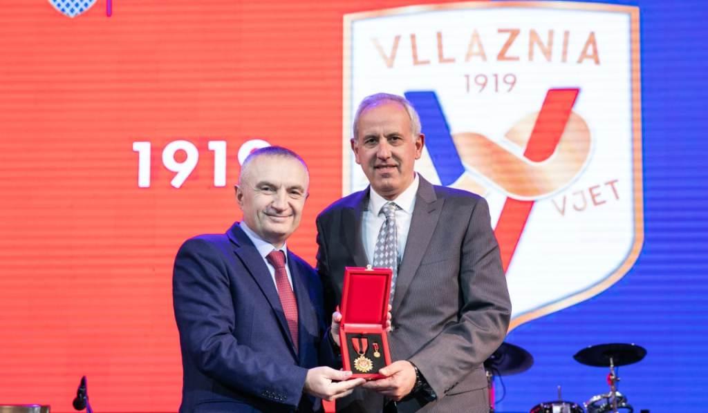 """Vllaznia mbushi """"100-vjeç"""", dekorohen legjendat dhe klubi historik i Shqipërisë"""