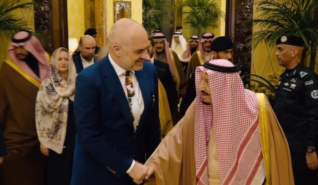 Rama vizitë në Arabi, ministrja e Financave shfaqet me perçe