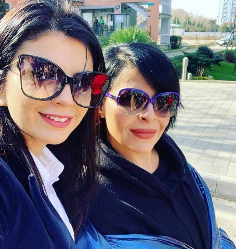 """""""Stop përdhunimit!"""" Aurela Gaçe i bashkohet protestës, me një mesazh dhe reagim të ashpër"""