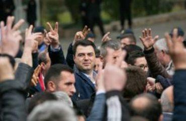 Lulzim Basha: Protesta është në dorën e qytetarëve, policia na provokoi me skenar