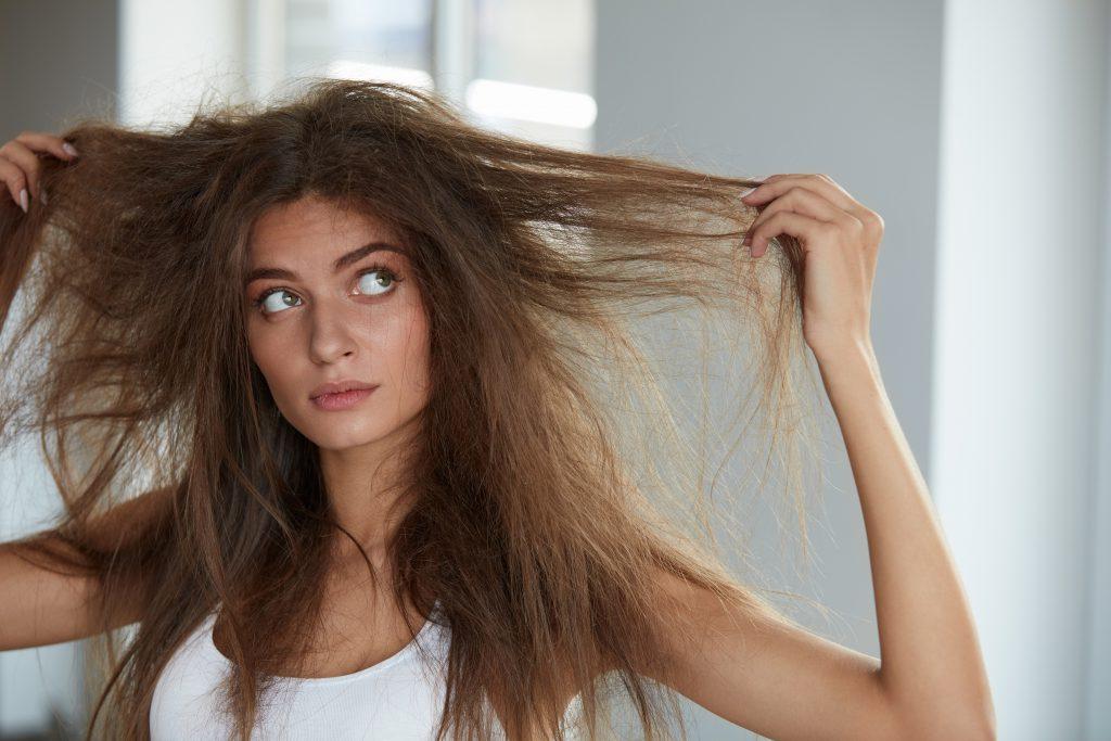 Kujdesi për flokët me maja të djegura