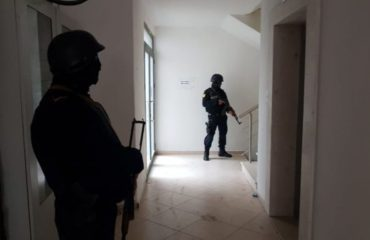 Police storm into the houses of several Appeals Court judges