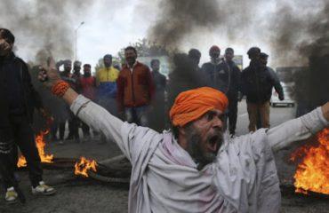 SULMI KAMIKAZ/ Indianët kërkojnë hakmarrje dhe luftë me Pakistanin, nis dëbimi i studentëve myslimanë