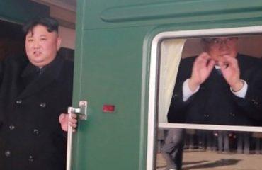 Erdhi mbi shina deri në Hanoi, ky është treni i blinduar i diktatorit komunist (FOTOT)