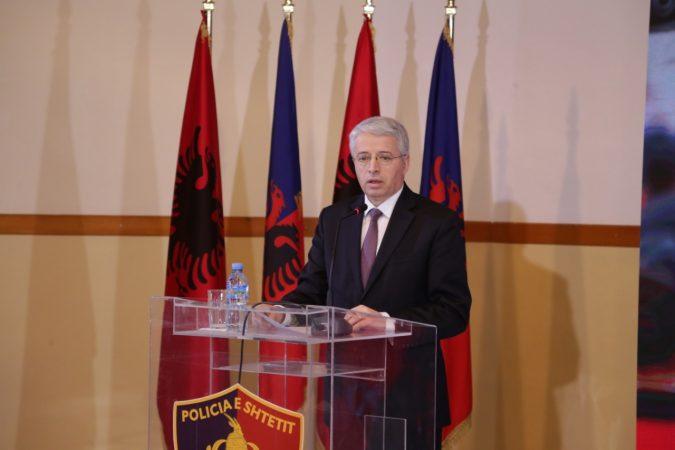 Ministri Lleshaj analizon punë e Policisë: Besimi i qytetarëve fitohet përmes punës