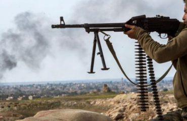 LUFTA NË SIRI/ Militantët e ISIS po rezistojnë në dy fshatrat e fundit, disa po dorëzohen, të tjerë po kryejnë sulme kamikazë