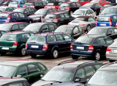 Ndali i importit të makinave të vjetra, ministrja Balluku kërkon anulimin e vendimit