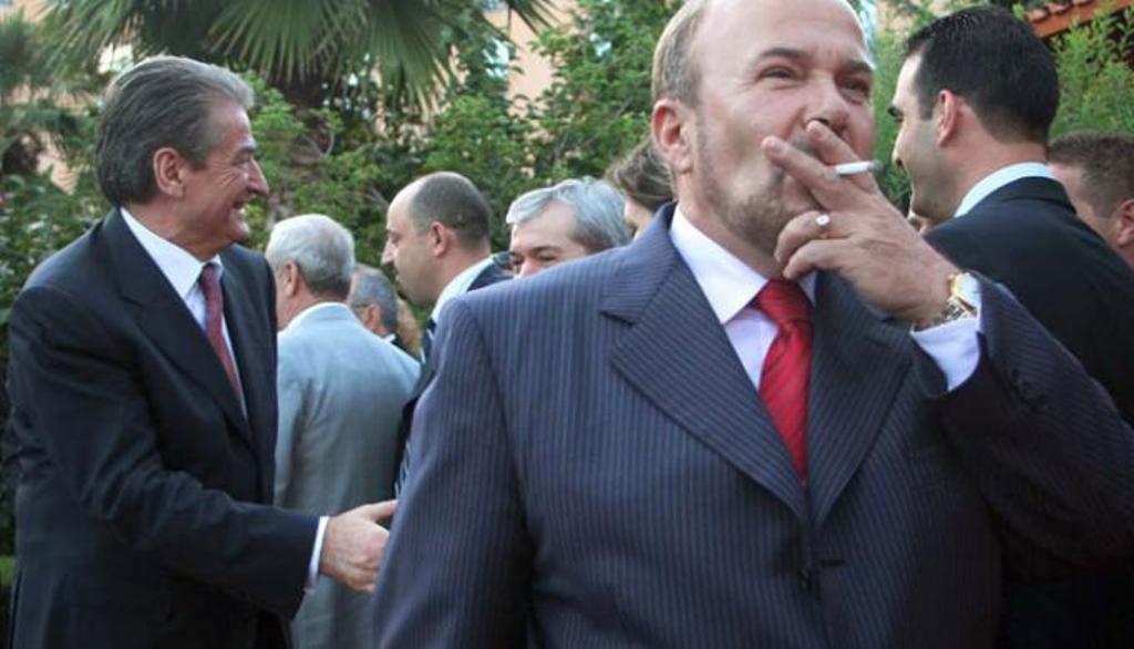Ka injoruar prej kohësh politikën, që la pas! Sot për Shën-Valentin, rishfaqet Fatos Nano (Foto)