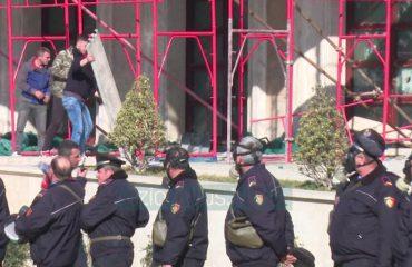 Cilët janë 16 të arrestuarit e protestës së opozitës, listës i shtohen edhe tre të tjerë