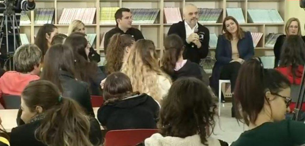 """Rama """"përkëdhel"""" studentët dhe sulmon pedagogët: Tre pyetjet e mia për """"Mark Markët"""""""