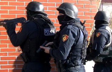 """Ulën dënimin për Dritan Dajtin, forcat speciale """"mësyjnë"""" për kontroll në banesat e gjyqtarëve"""