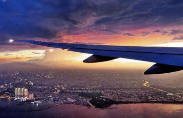Sa i lartë është rreziku që një avion të goditet në fluturim nga rrufeja?