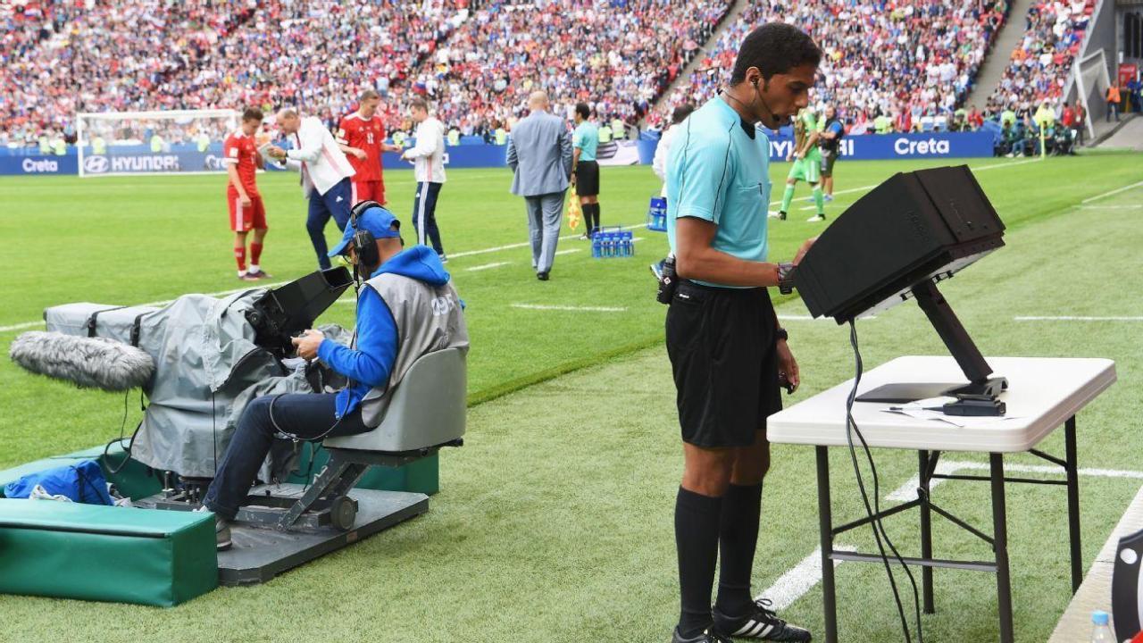 """VAR futet në ndeshjet e ardhshme të Champions League, UEFA """"reklamon"""" sistemin"""