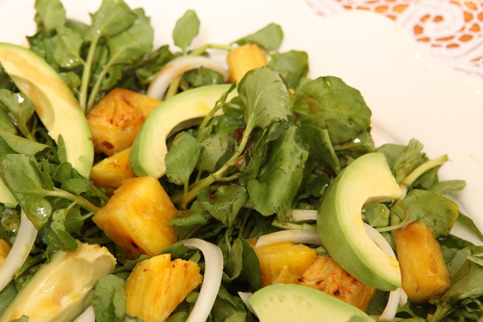 Sallatë me ananas