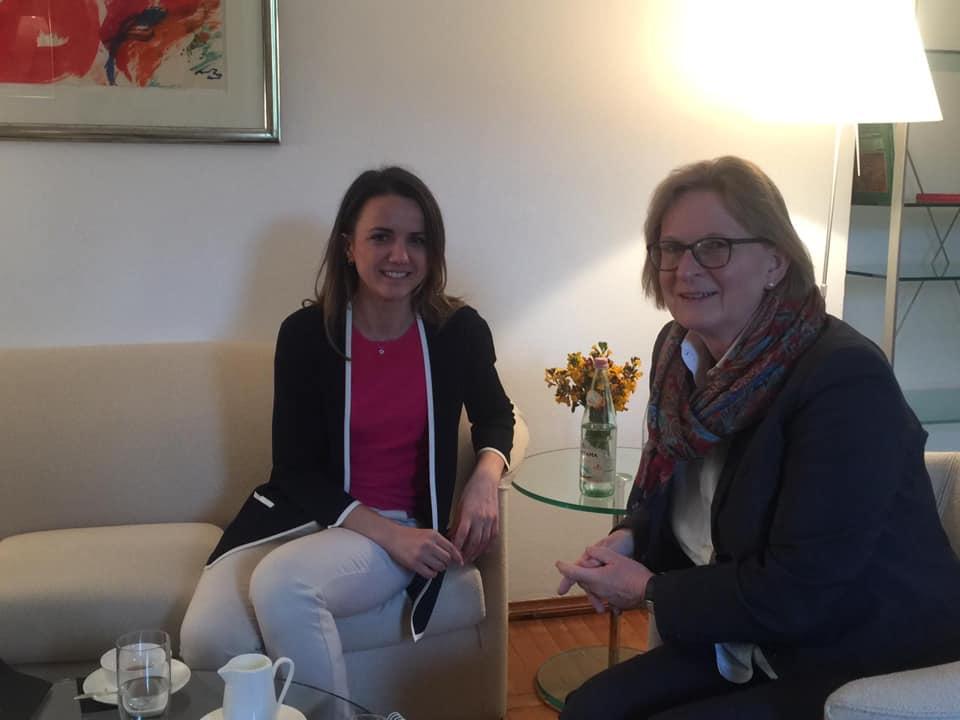 Deputetja Hajdari takon ambasadoren gjermane: Sjellja e politikës Shqiptare është modeli më i keq i mundshëm