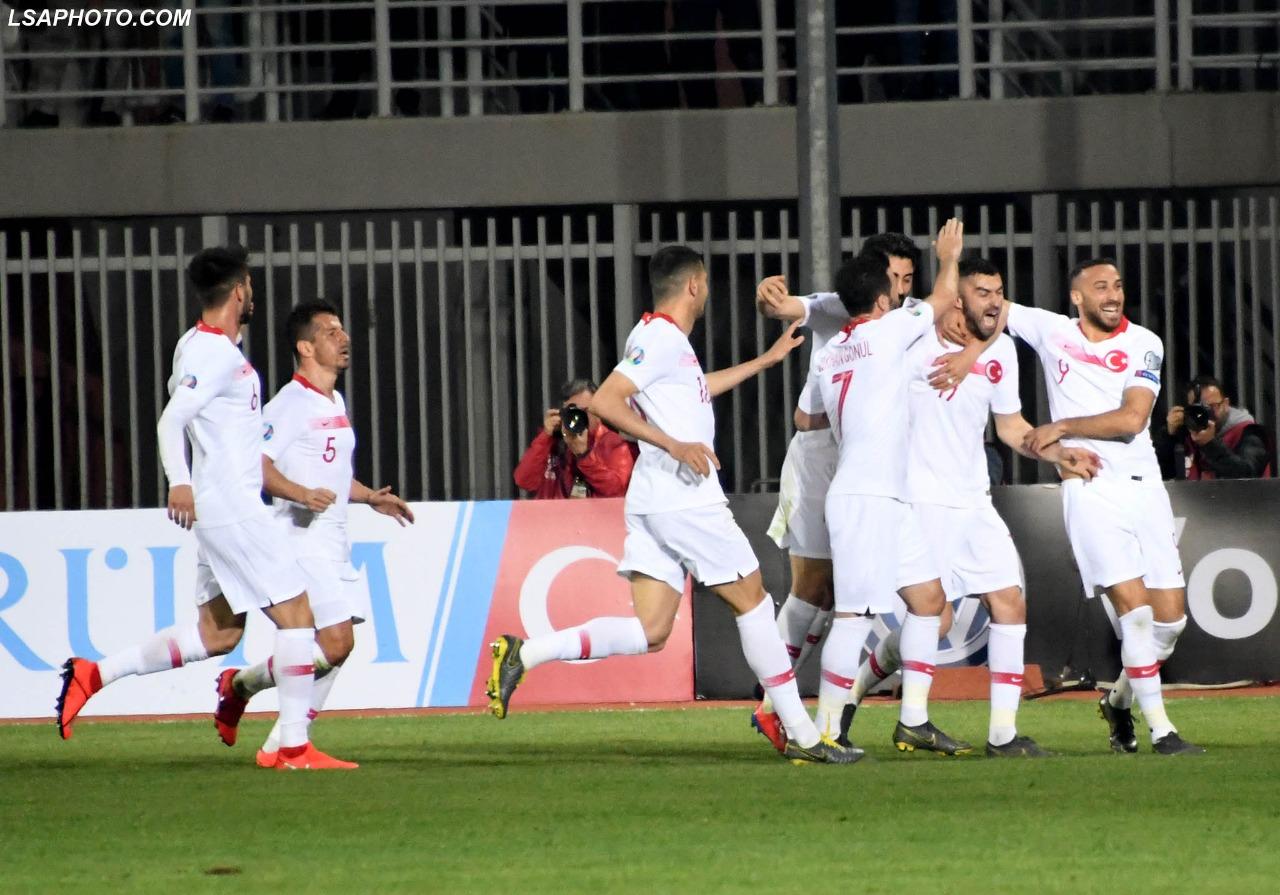 """Kuqezinjtë dalin kokëulur nga """"Loro Boriçi, fitorja e Turqisë vë në rrezik Panuccin"""