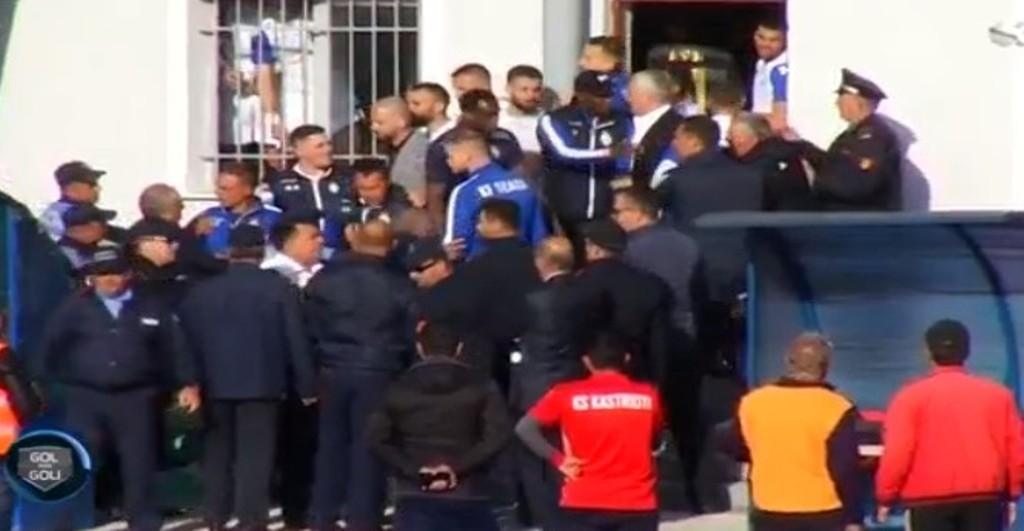 Kastrioti-Tirana/ Dhuna nuk ndalet, incidente dhe thirrje raciste në Fushë-Krujë