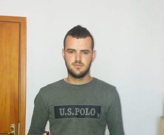 Hodhi nga çatia anglezin teksa punonin, 23-vjeçari do të jetë shqiptari i parë që ekstradohet në Britaninë e Madhe