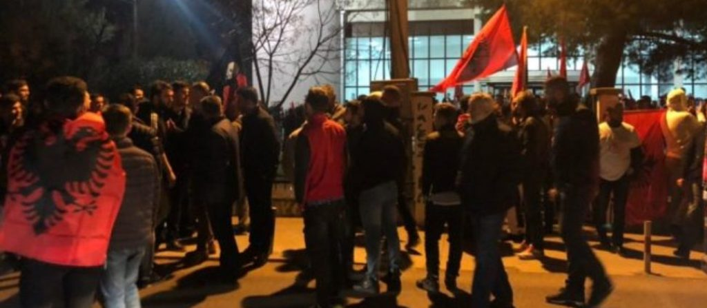 MAL I ZI/ Koalicioni shqiptar fiton në Tuz, Nik Gjeloshaj zgjidhet në krye të komunës. Festë me flamuj kuqezi