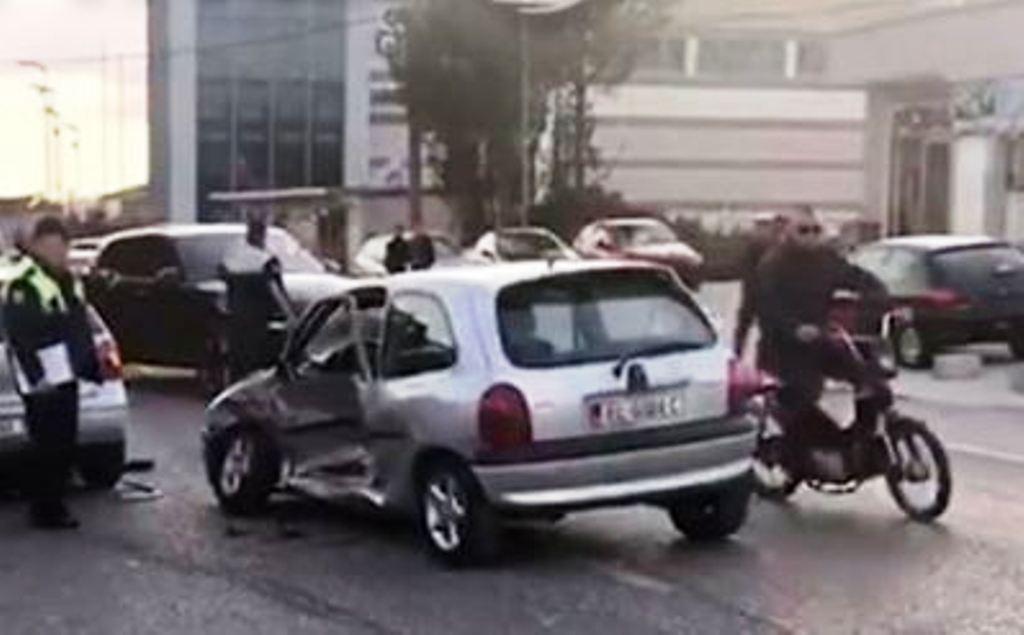 Aksidenti/ Përplasen makinat, dy të plagosur rëndë në Elbasan
