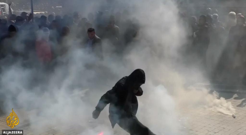 Al Jazeera: Korrupsioni në Shqipëri, rritet nevoja për pastrimin e politikës, 20,000 protestues tentuan...