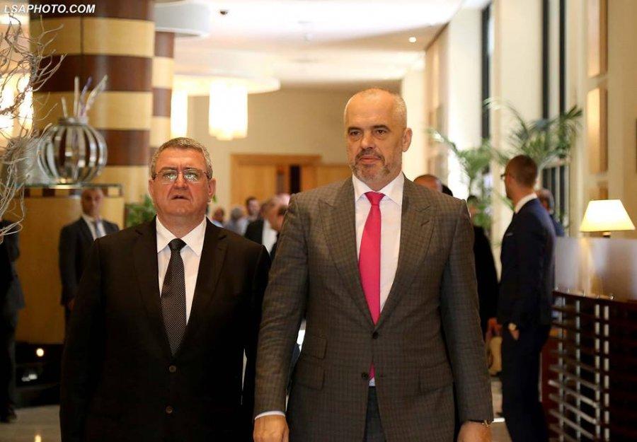 Futbolli shqiptar në kolaps, Rama pret në zyrë kreun e FSHF-së, Armando Dukën