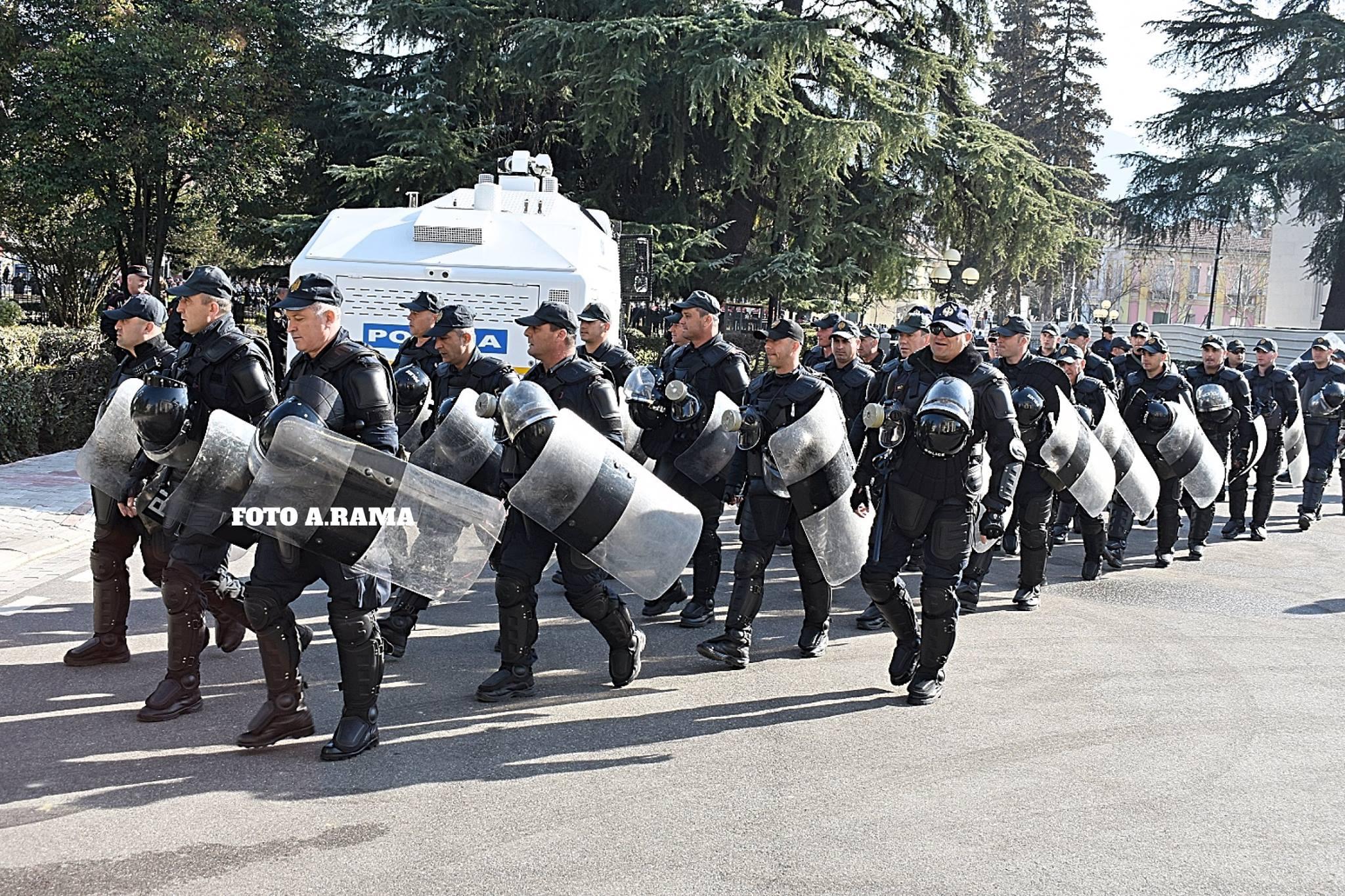 Aktet e dhunshme në protestë, Policia: Janë arrestuar 8 persona, e janë proceduar 9 të tjerë