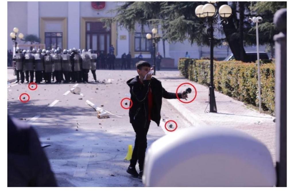 Policia prangos 14 protestues, edhe numri dy i PD-së nën hetim. Reagon Berisha: Kriminelë me uniformë