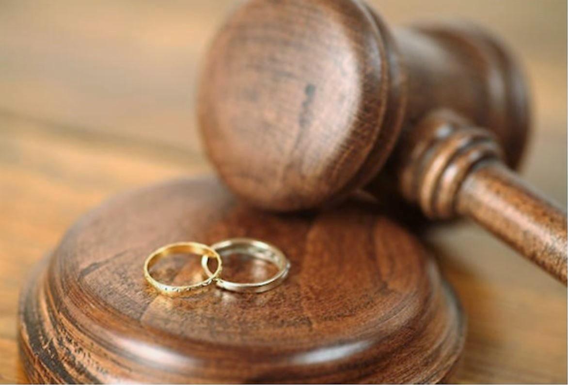 """""""Familja shqiptare në krizë"""", dyfishohet numri i divorceve, në 80% të rasteve shkak dhuna ndaj gruas"""