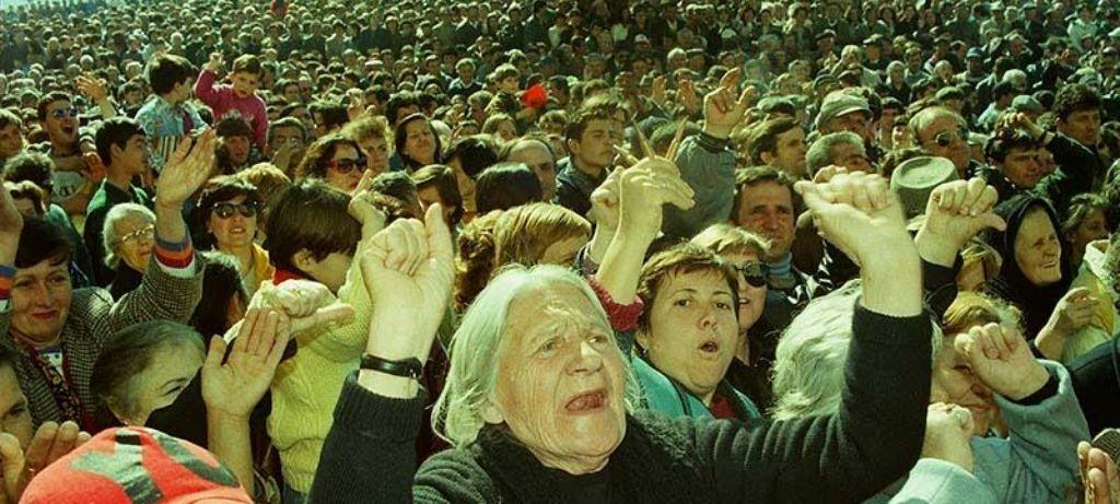 DOSJA '97/ Sa shpërthyen protestat, VEFA nga frika u çoi vlonjatëve pará me helikopter nga Përmeti e Gjirokastra