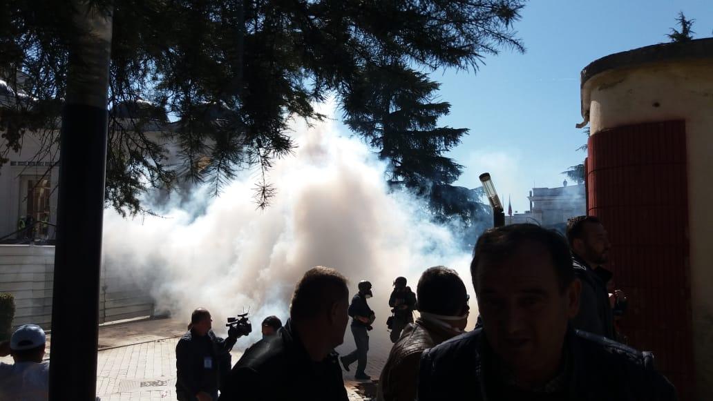 Bardhi:  Sulm kriminal i policisë me gaz lotsjellës do të ndëshkohet