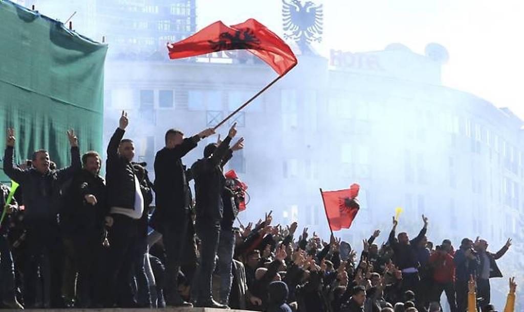 """Tragjedia shqiptare, """"Kjo klasë politike e ka plaçkitur ekonomikisht dhe moralisht popullin!"""""""
