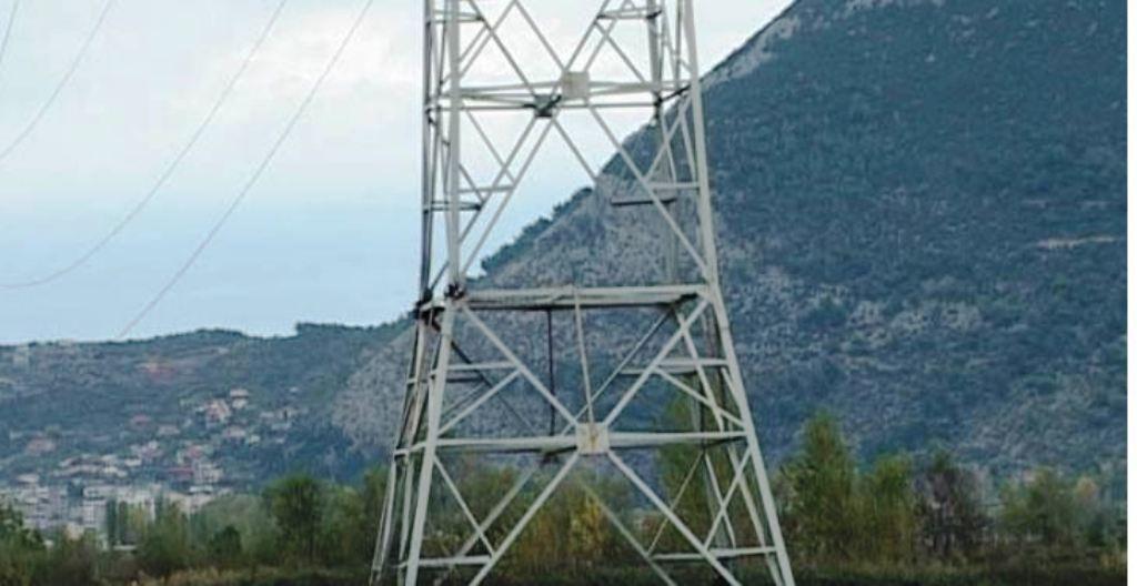 Fushë-Krujë, raportohet pas tri ditësh hedhja në erë e shtyllës së tensionit të lartë