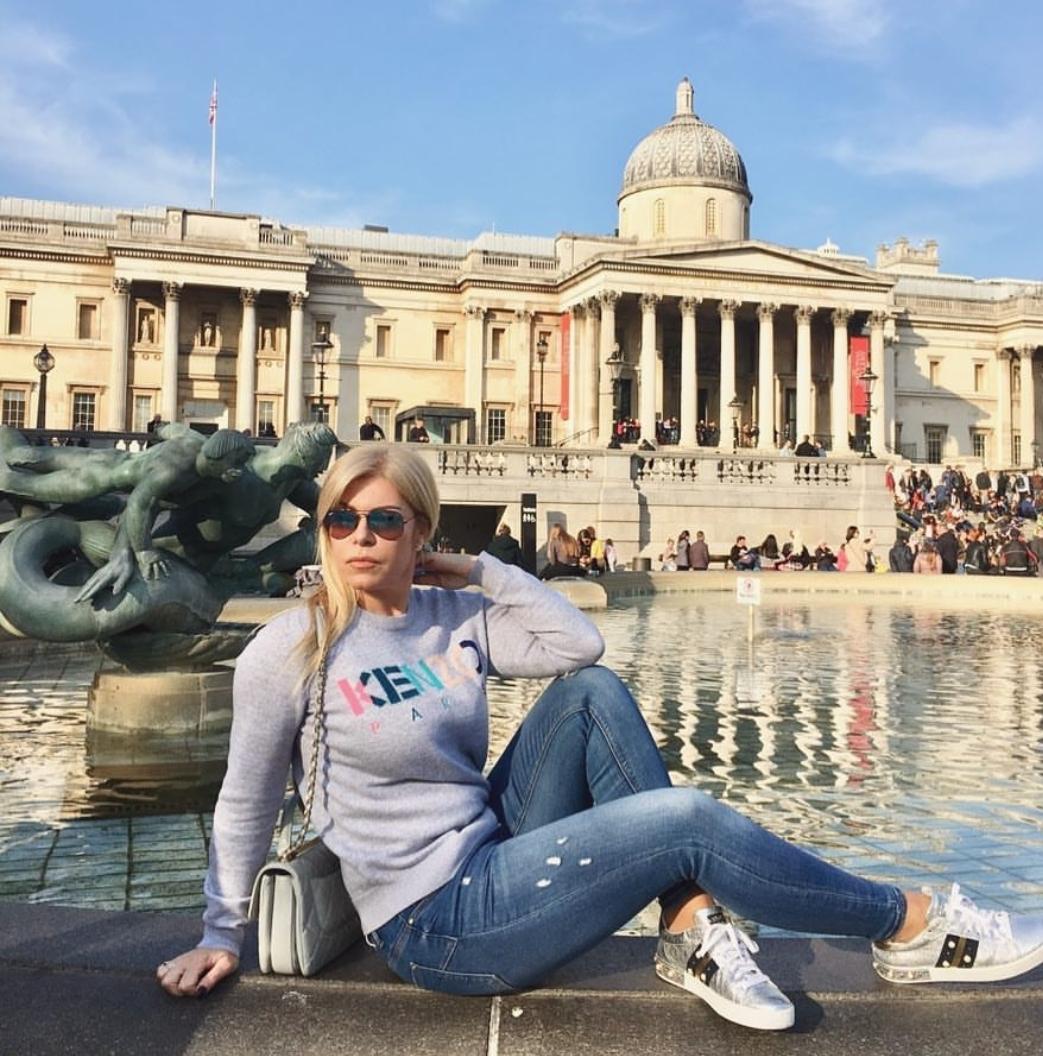 """Manjola """"diell"""" në Londër"""