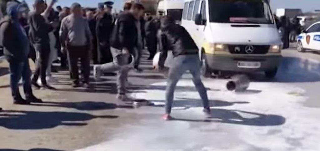 Fermerët protestojnë, por TVSH-ja nuk ndryshon