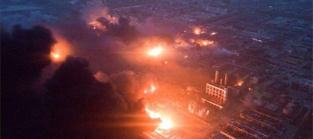 """KINË/ Shpërthim dhe flakë në fabrikën kimike, 47 të vdekur dhe 640 të plagosur, """"tërmeti"""" trondit tokën (FOTOT)"""