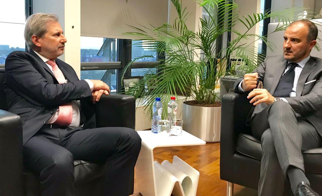 Komisioneri Hahn takon ambasadorin e BE: E rëndësishme që forcat politike të punojnë së bashku
