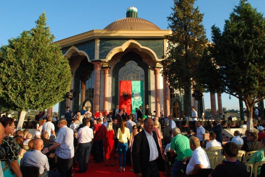 Festohet dita e Sulltan Novruzit, Baba Mondi: Më shumë dashuri, mos e braktisni Shqipërinë
