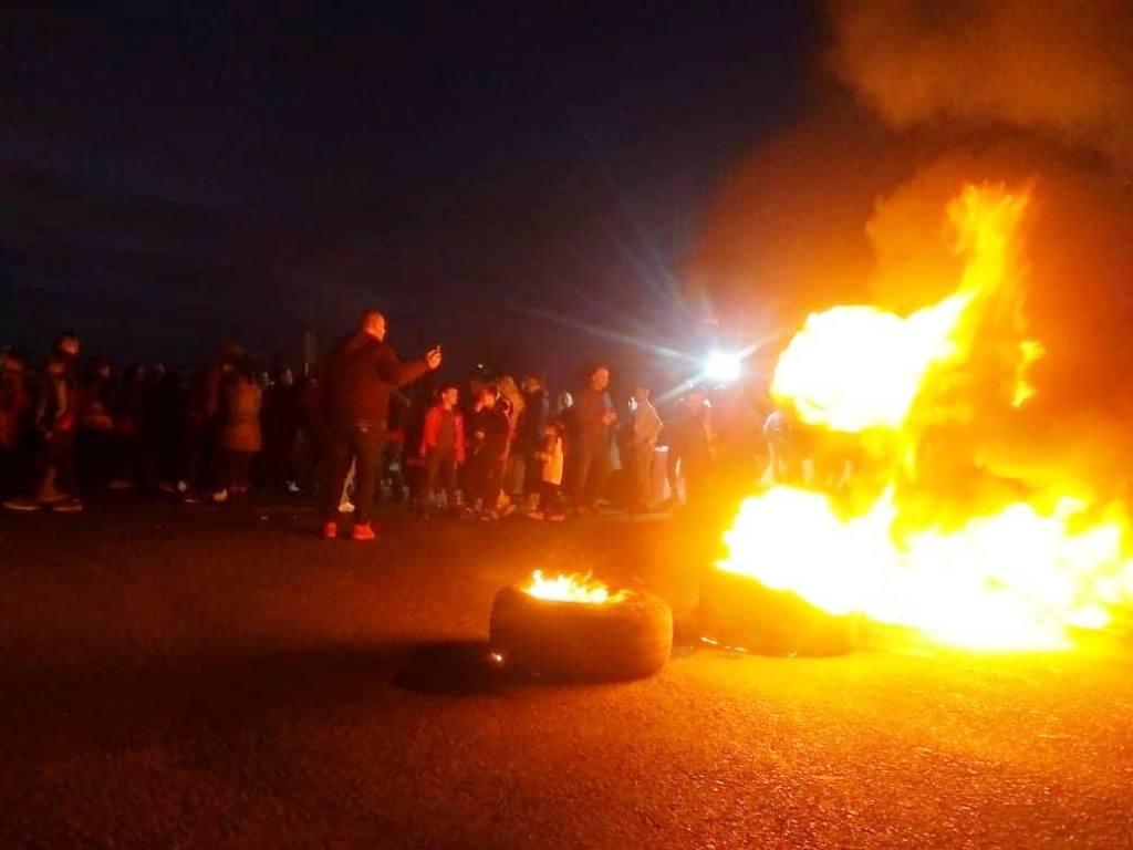 Dogjën goma dhe bllokuan rrugën, policia shoqëron protestuesit e Astirit