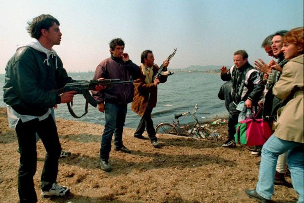 """DOSJA '97  """"Si u braktis ushtria nga lidershipi i saj gjatë masakrave të marsit?"""""""