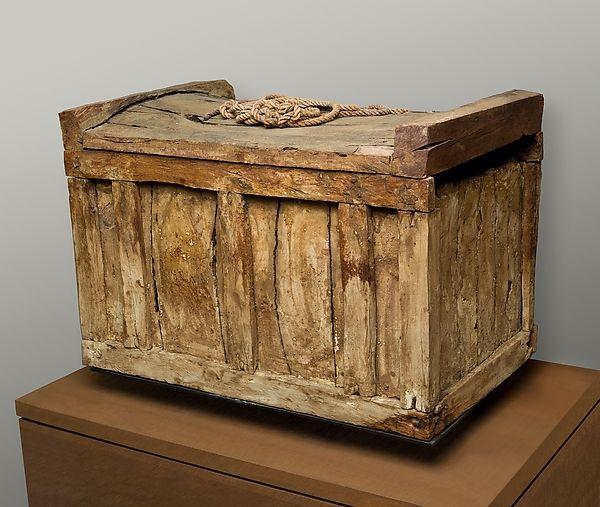 Zbuluesit amatorë gjejnë arkën e shekullit të 14-të, u surprizuan me atë çfarë gjetën brenda