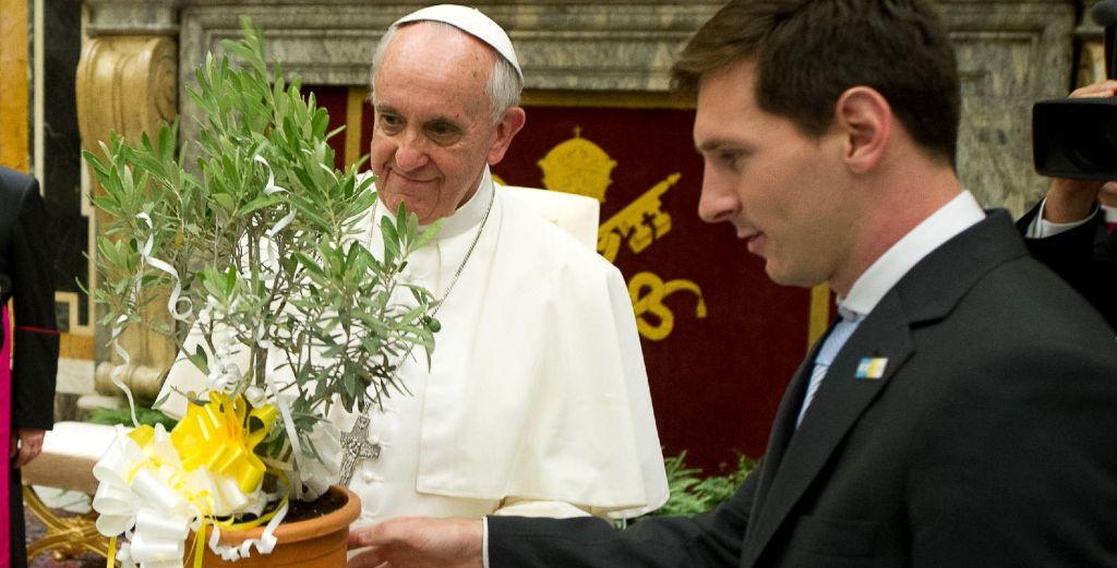 Papa Françesku flet për yllin e Barcelonës: Messi nuk është Zoti!