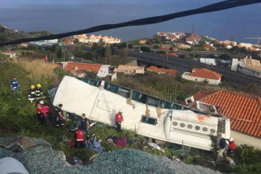 TMERR NË PORTUGALI/ Autobusi me turistë rrëzohet mbi një shtëpi, të paktën 28 viktima