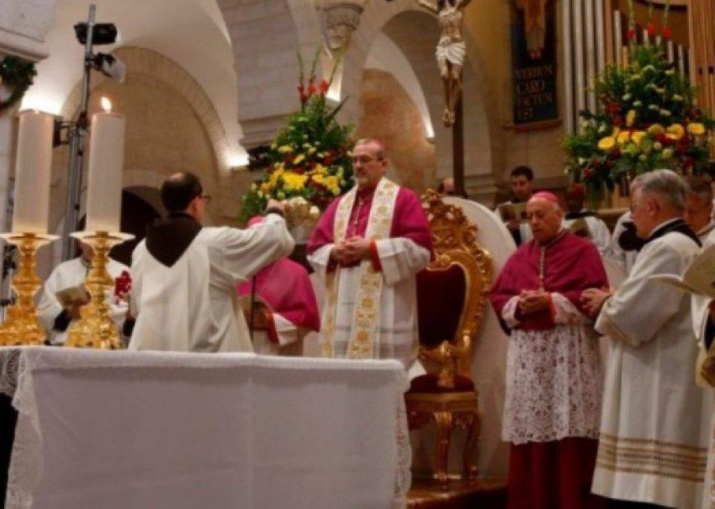 Besimtarët katolikë në mbarë botën kremtojnë Pashkët