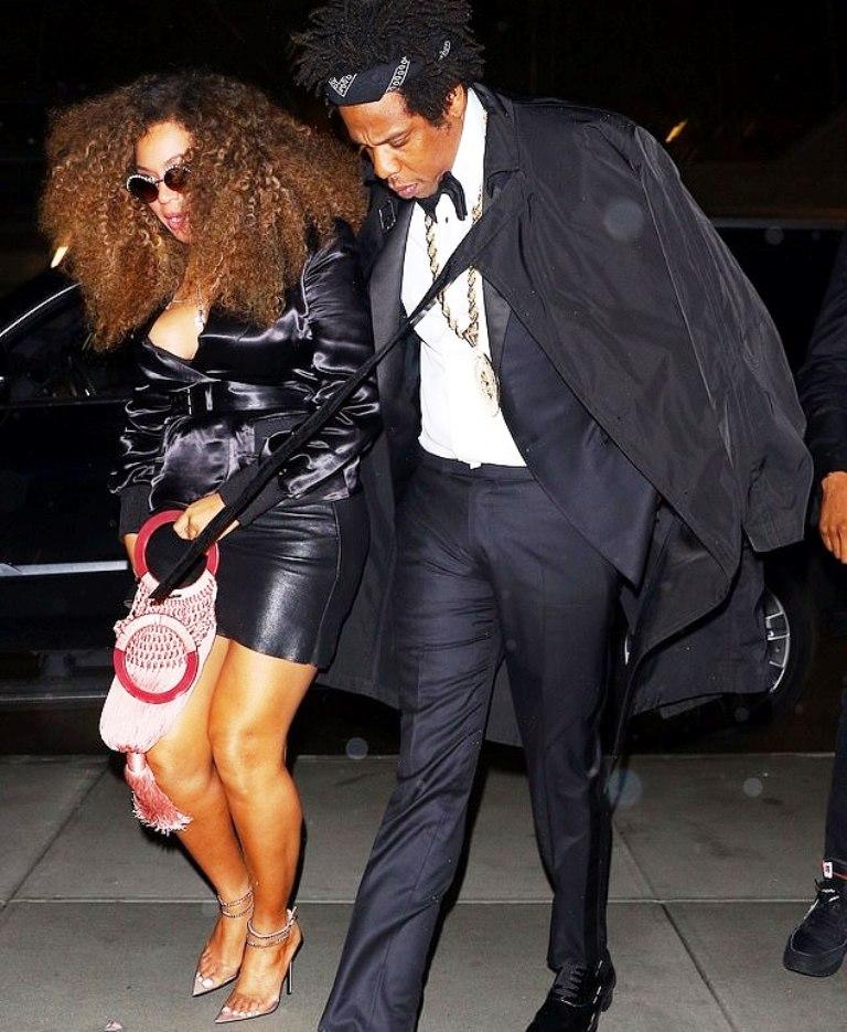"""Beyoncé në krah të bashkëshortit reper, """"tregon këmbët"""""""