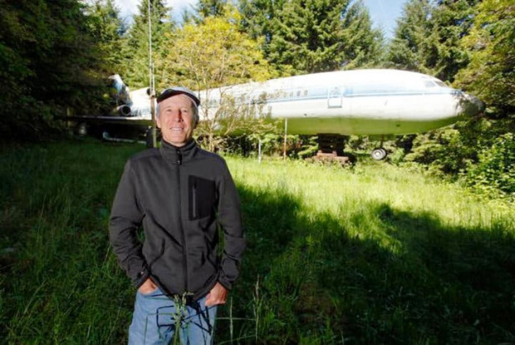 Inxhinieri 64-vjeçar kthen aeroplanin e vjetër në një shtëpi