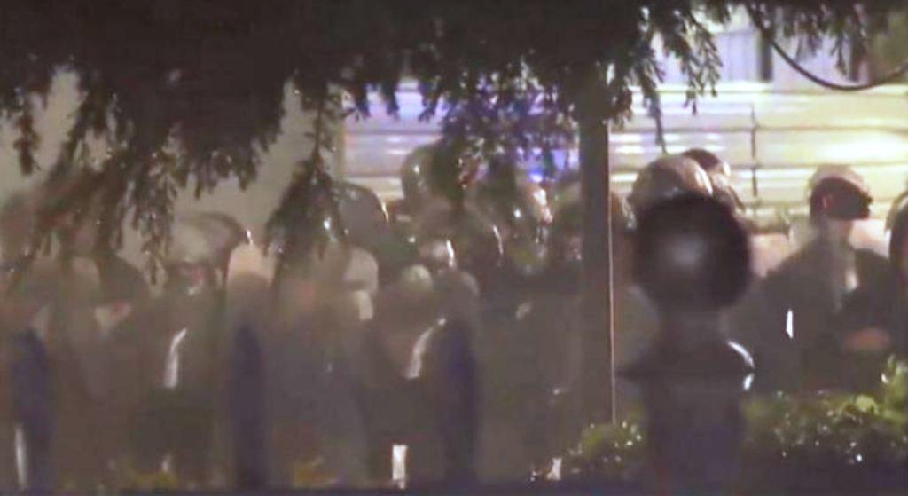 Policia nis shoqërimin e protestuesve