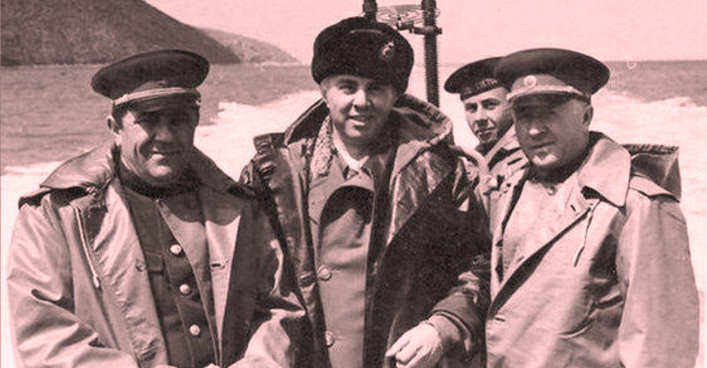 Enver Hoxha, në bazën e Pashalimanit: Ruajini të paprekshëm kufijtë tanë detarë!